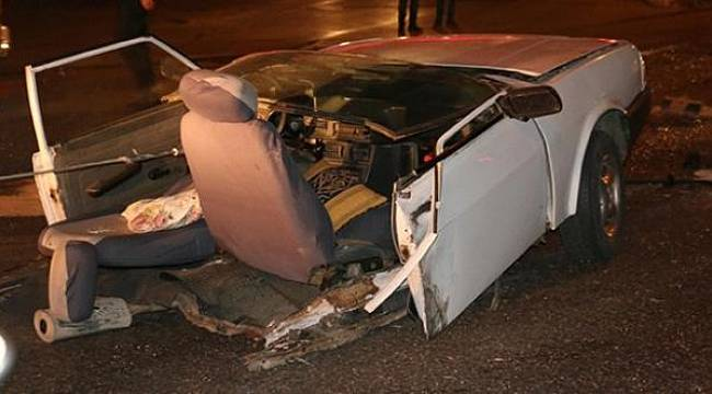 Turgutlulu Ailenin Bulunduğu Otomobil İkiye Bölündü: 3 Yaralı