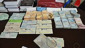 Turgutlu'da Belediye İşçisinin Bulduğu Çantadan 2 Milyon Lira Çıktı