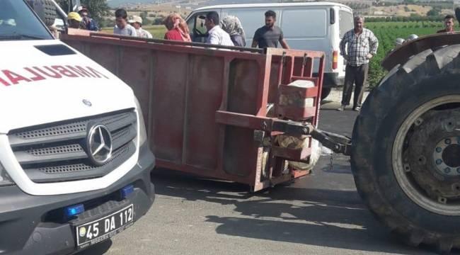Turgutlu'da Traktör Devrildi: 4'ü Çocuk, 8 Yaralı