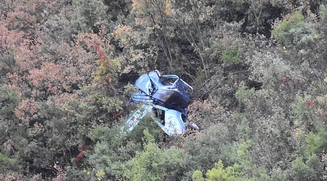 Turgutlu'da 2 Kişi Uçuruma Sürüklenen Otomobilden Atlayarak Kurtuldular
