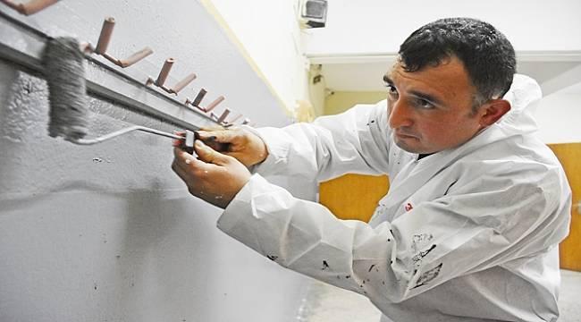 Fabrika Genel Müdürü, Personeli İle Turgutlu'da Okul Boyadı
