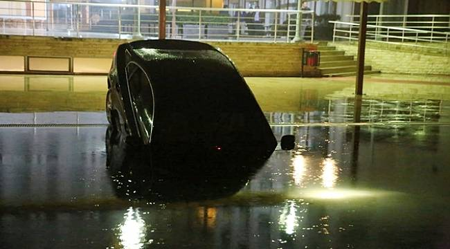 Turgutlu'da Otomobil Otelin Yüzme Havuzuna Düştü