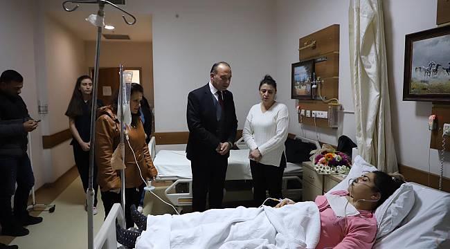 Çetin Akın'dan Bıçaklanan Kadına Ziyaret