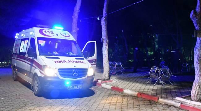 Turgutlu'da Kapalı Kafeteryaya Giden 2 Kişi, Kendilerini Uyaran Görevliyi Bıçakladı