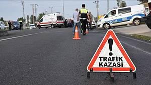 Manisa'da İşçi Servisi İle Otomobil Çarpıştı 1 Kişi Yaralandı