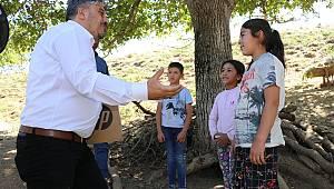 Manisalı Öğretmen Yayladaki Çocukların Okul Hasretini Giderdi
