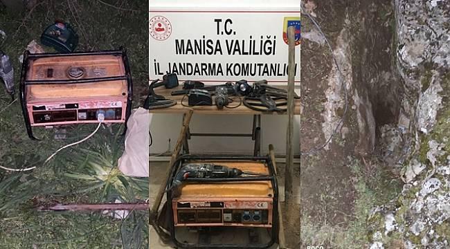 Manisa'da Kaçak Kazı Yapan 4 Kişiye Suçüstü