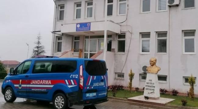 Turgutlu'da Jandarma Tarafından Gözaltına Alınan 13 Kişiden 3'ü Tutuklandı