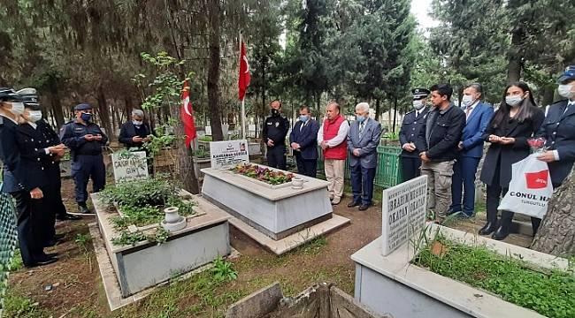 Turgutlu'da Polis Haftası Etkinlikleri Şehitliğe Ziyaret