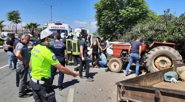 Turgutlu'da Otomobil ile Traktör Çarpıştı: 4 Yaralı