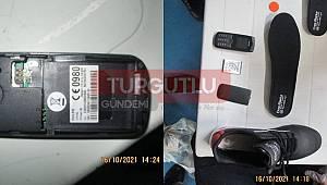 Manisa'da Cezaevine Gönderilen Pakette, Ayakkabı İçerisine Gizlenmiş Telefon Gönderildi