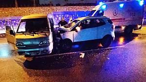 Turgutlu'da Cip ile Hafif Ticari Araç Çarpıştı: 1'i Bebek, 3 Yaralı